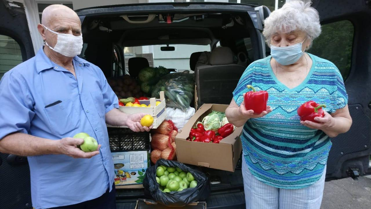 Residents of the Kyiv Center for Holocaust Survivors received Rosh Hashanah gifts